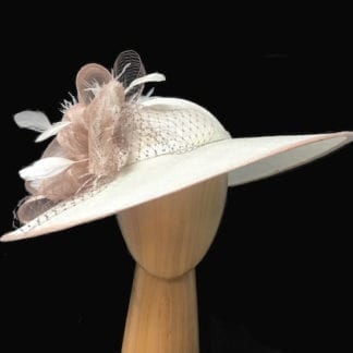 IVORY NUDE DERBY FASCINATOR