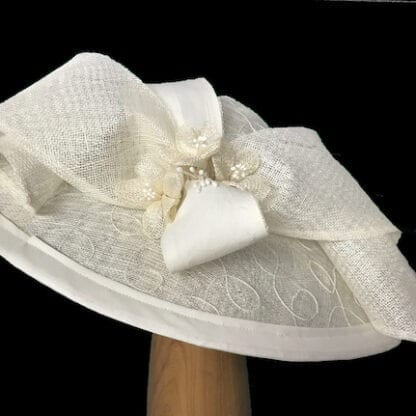 large ivory fascinator hat